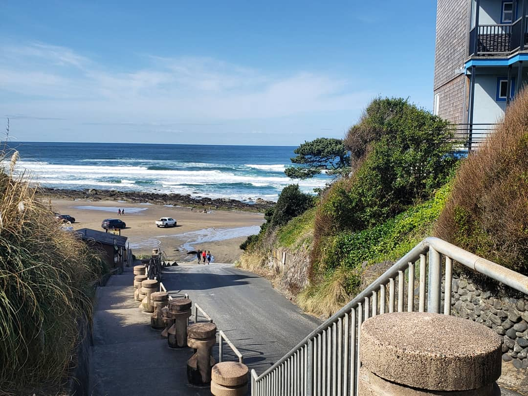 Beachfront Motel by the ocean in Lincoln City OR